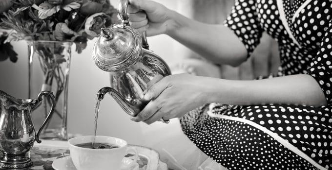 Que choisir entre une théière électrique programmable et une machine à thé automatique ?