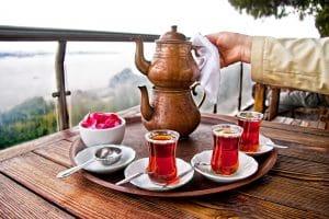 comment préparer thé turc. origine de la théière turque